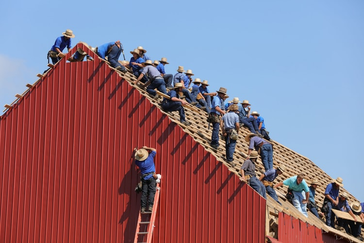 this picture shows an image of roofing contractors for things you need to know about roofing contractors today